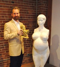 Daniel Edwards with Kim Kardashian sculpture