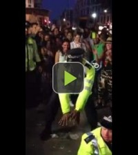 UK Police dancing to afrobeats at Nottinghill carnival